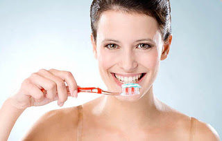 Photo of العناية بالأسنان والمحافظة على جمالها لاتتوقف على الغذاء الجيد والنظافة بالفرشاه