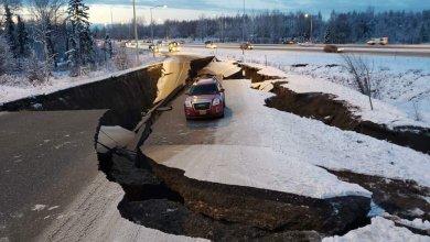 Photo of صور مرعبة تعكس آثار زلزال بقوة 7 درجات ضرب أمريكا
