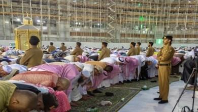 Photo of جموع المصلين يؤدون صلاة الخسوف بالمسجد الحرام