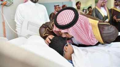 """Photo of بالصور.. نائب أمير جازان يزور الطفل """"جبران سحاري"""" المصاب في انفجار اللغم الحوثي"""