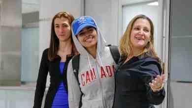 Photo of بالفيديو: وزيرة الخارجية الكندية تستقبل الفتاة السعودية رهف في مطار تورونتو بعد منحها حق اللجوء