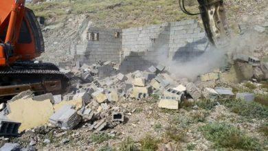 """Photo of بالصور: """"أمانة مكة"""" تزيل عددًا من التعديات في 6 أحياء.. شملت غرفاً وأحواشاً"""