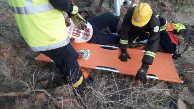 Photo of شاهد: مدني بدر ينقذ مواطنًا أربعينيًّا علق بجبل رحقان بقرية المسيجيد
