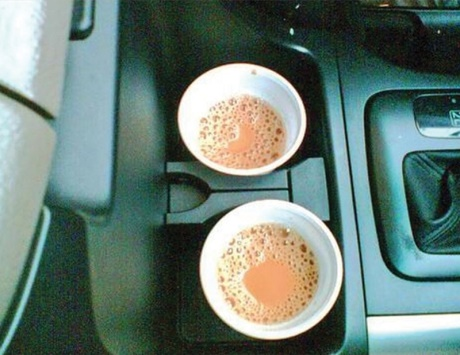 Photo of هل شرب الماء و الشاي اثناء قيادة السيارة يعتبر مخالفة مرورية
