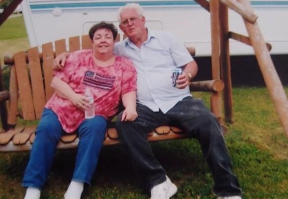 Photo of وفاة زوجين بفارق ساعات بعد 56 عاماً من الزواج
