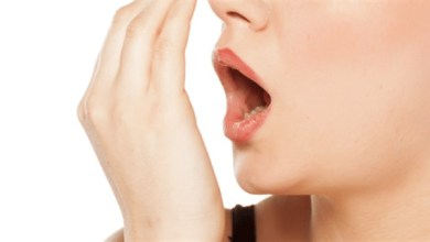Photo of تعرف على أسباب رائحة الفم الكريهة وكيفية علاجها