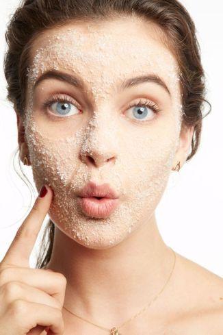 طرق فعالة لتنظيف البشرة بعمق deeply clean
