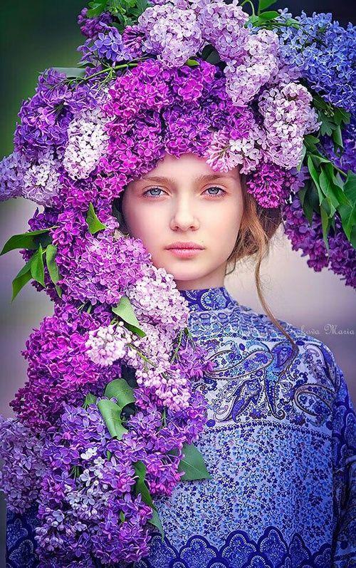 صور بنات مع أزهار