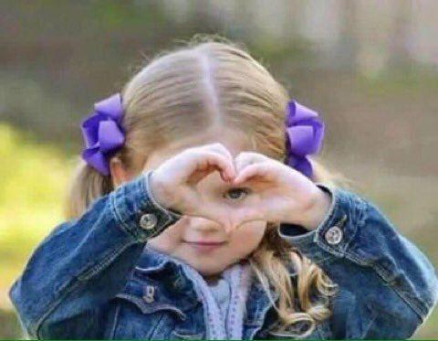 صور بنات مع قلب