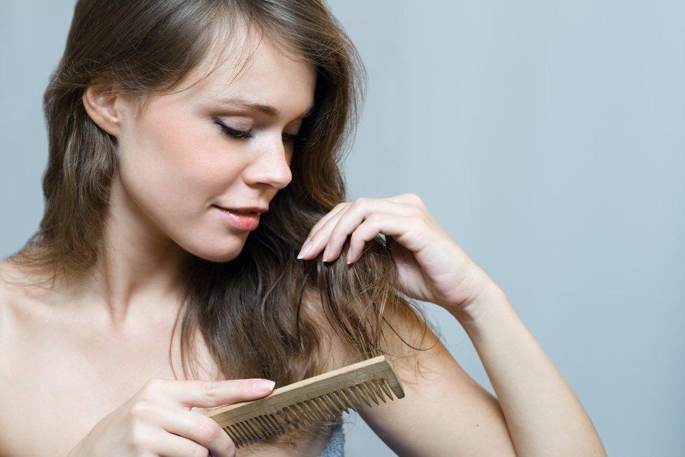 تساقط الشعر عند المراهقات