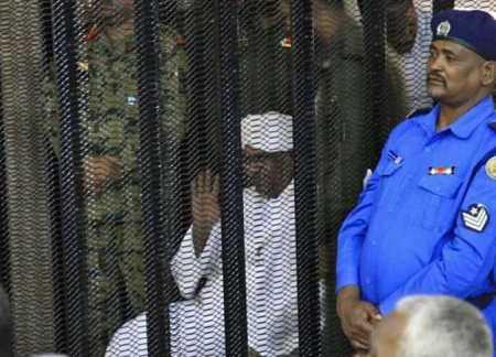 صور عمر البشير في السجن