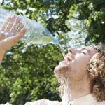 مقدار شرب الماء التي يحتاجها الجسم يختلف من شخص لأخر