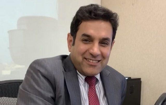 Photo of فيديو | قصة بروفيسور سعودي من أفضل 10 أطباء قلب في العالم