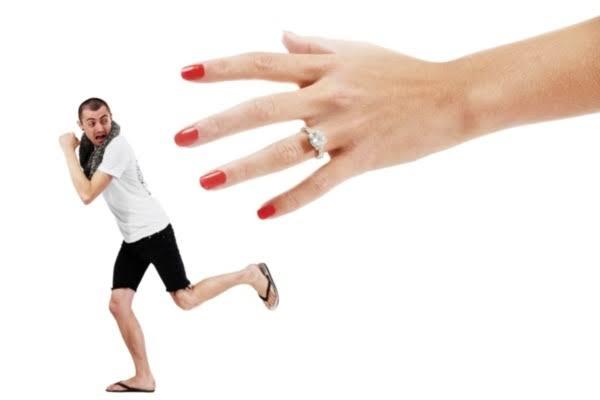 يهرب الكثير من فكرة الإرتباط لما ديهم من مخاوف من الزواج