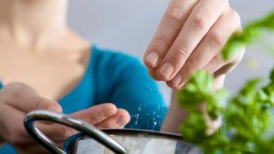 Photo of حيل سهلة للتخلص من الملح الزائد في الطعام