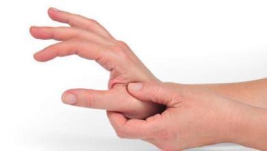 Photo of أسباب وعلاج تنميل اليدين