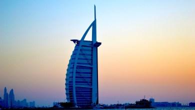 Photo of شاهد: لحظة نشوب حريق في برج ضخم في دبي
