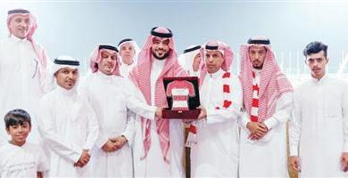 Photo of الوحدة يكرِّم المشجع الراحل «البنيان»