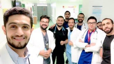 Photo of الابتسامة لمواجهة التعب.. سيلفي أطباء مستشفى القطيف يحصد الإعجاب
