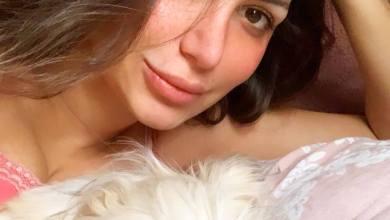 Photo of شاهد: صورة للفنانة سارة نخلة تحتضن كلبها تثير سخرية واسعة