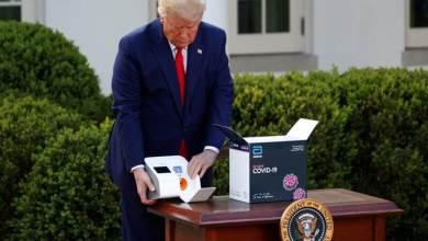 "Photo of بالصور.. ترامب يعرض ""جهازاً"" جديداً قادراً على تشخيص الإصابة بكورونا خلال دقائق!"