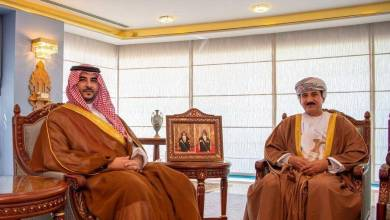 Photo of بالصور: خالد بن سلمان يلتقي سلطان عمان لبحث التطورات الإقليمية
