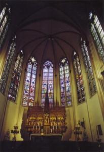 Het priesterkoor van de St.-Petruskerk.