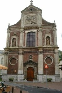 Voorgevel van de St.-Michielskerk.