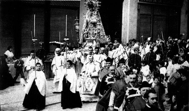 Procesion-de-la-Virgen-2