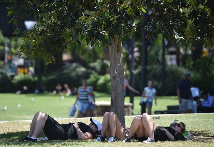 People shelter from the sun on a hot day in Sydney.