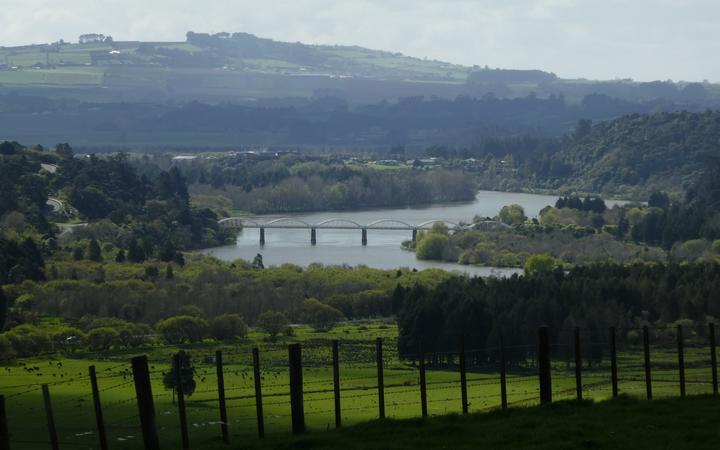 A bridge over the Waikato River near Tuakau.