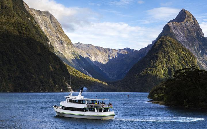 21066624 - milford sound, south west, new zealand