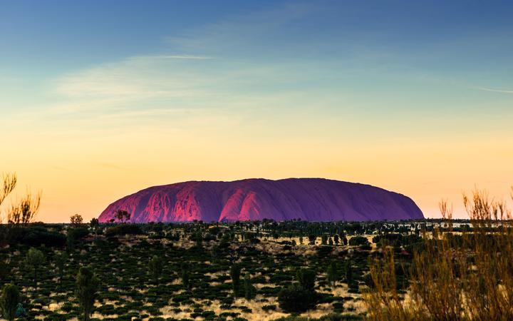 Uluru (Ayers Rock) at sunrise, Uluru-Kata Tjuta National Park, UNESCO World Heritage Site, Northern Territory, Australia, Pacific