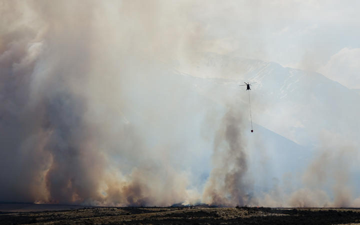A helicopter takes part in the fight against the Lake Ohau fire