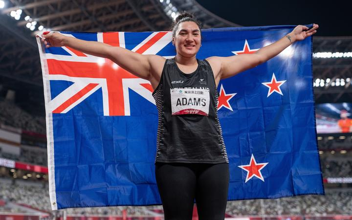 Lisa Adams NZL poses with her national flag after winning the Gold Medal in the Women's Athletics Shot Put F37 Final in the Olympic Stadium. Tokyo 2020 Paralympic Games, Tokyo, Japan, Saturday 28 August 2021.