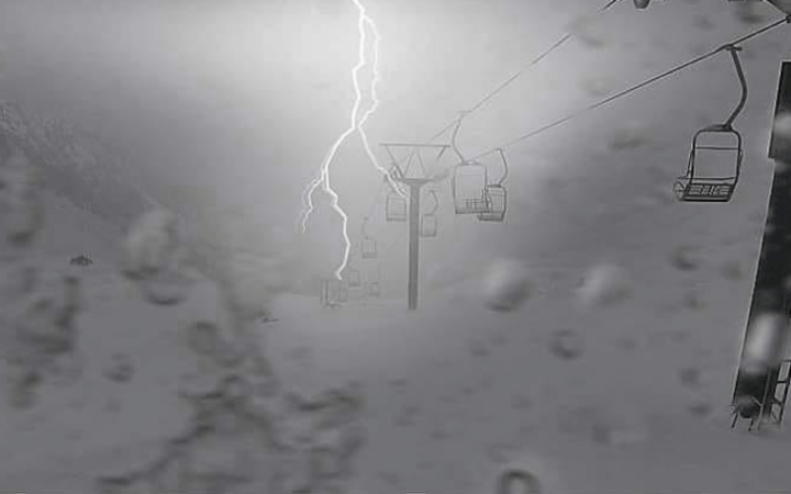 A spectacular snap of lightning at Ohau Snow Fields this morning.
