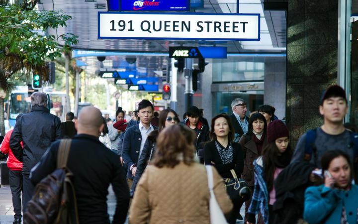 Auckland pedestrians queen street generic