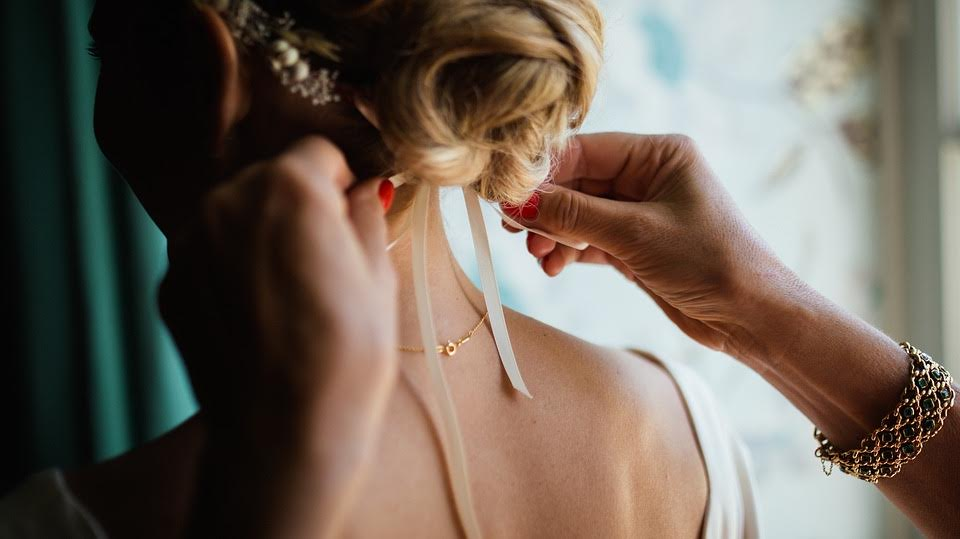 5 Biggest Bridal Hair and Make-Up Trends for 2017