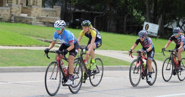 women cyclists racing