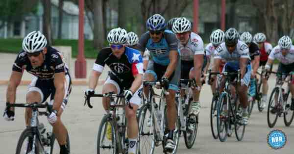 fast cycling group criterium race