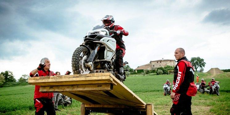 Ducati DRE Enduro, corsi di guida in fuoristrada