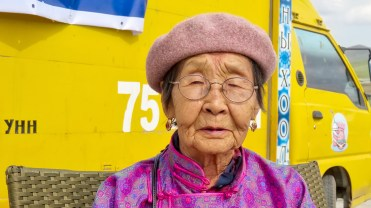 In Mongolia, ritratto di signora