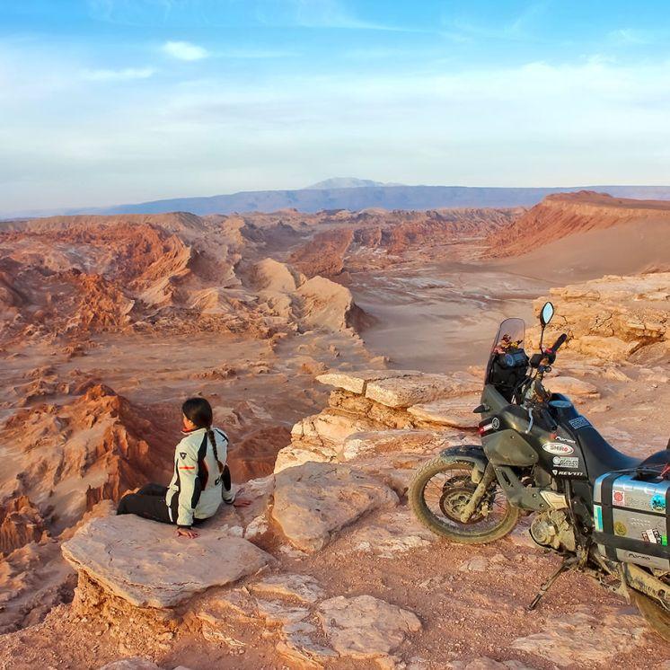 Around Gaia, Ivana ammira canyon e Yamaha XT 660 Z Ténéré