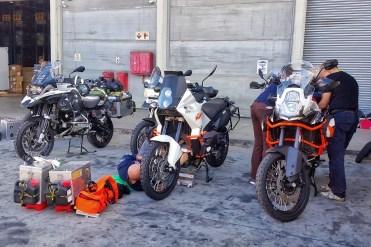 Sudafrica e Namibia in moto, l'arrivo del container
