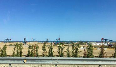 Caucaso Azerbaijan Baku i pozzi petroliferi