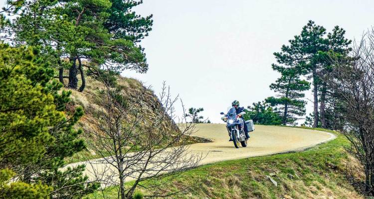 video in Ligura con Africa Twin