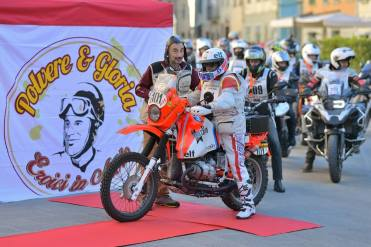 polvere-e-gloria-eroica-in-moto-2019-partenza
