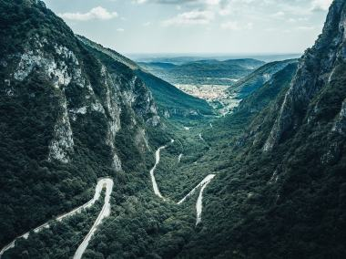 gibraltar-race-2019-al-via-paesaggio-montagna