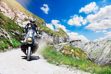 wowoutdoor-in-provincia-di-cuneo-tempo-di-viaggiare-in-moto-via-del-sale-strada