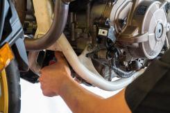 Honda-Africa-Twin-1100-Tagliando-filtro-olio-2